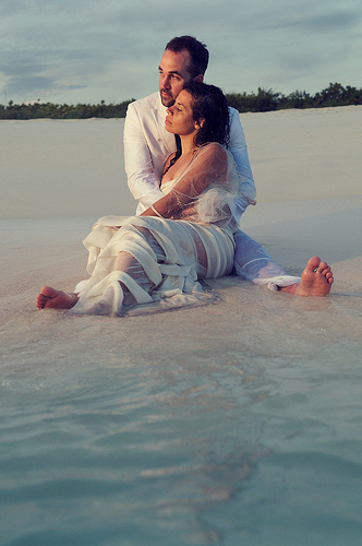 Trash the Dress session in the ocean