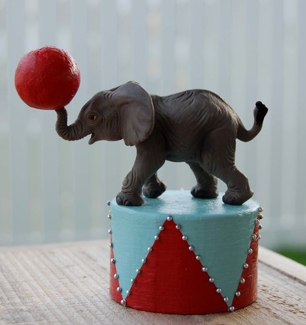 Small elephant cake topper