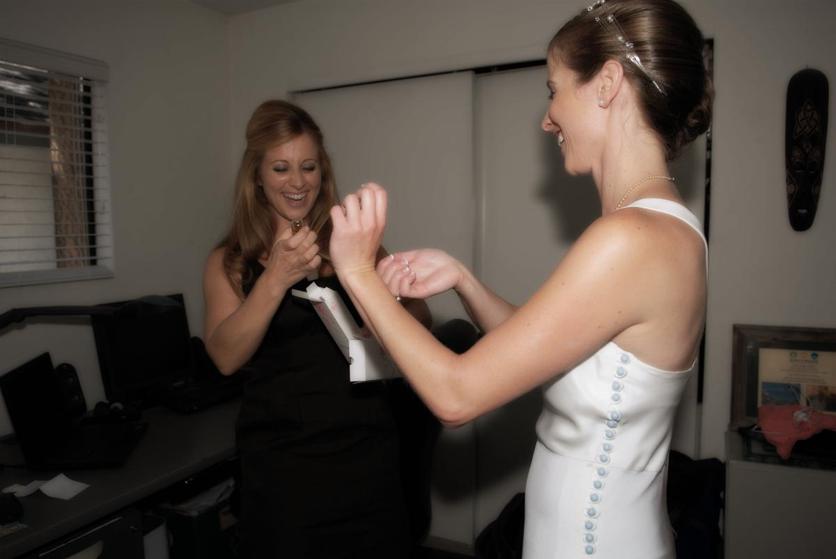 mammoth lakes bride gets ready with her maid of honor