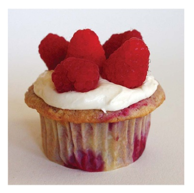 raspberry cupcake with cream cheese frosting