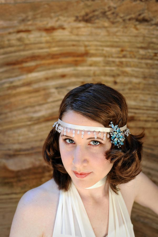 Bride with vintage headpiece in Canyon in Utah