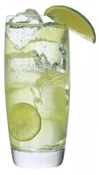 refreshing signature cocktail for weddings