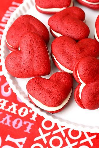 read heart shaped whoopie pies