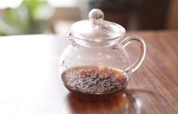 earl gray tea in a clear pot