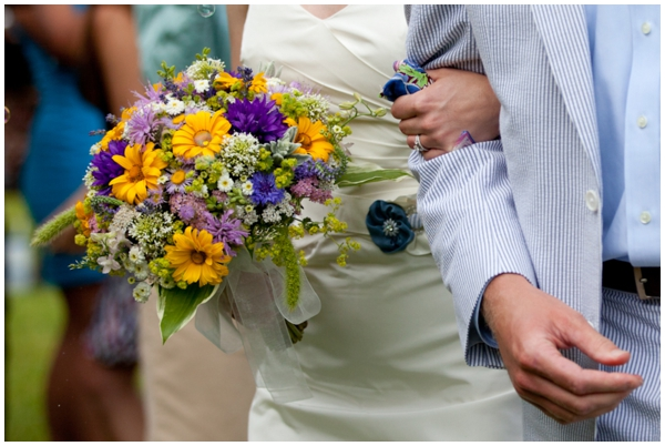 western maryland couple with wildflower bouquet and seersucker suit