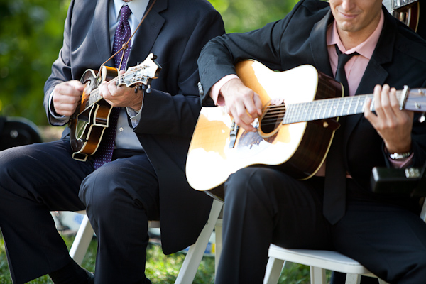 wedding musicians play guitar and mandoline