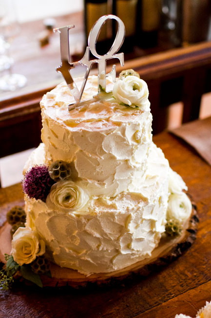 Rustic wedding cake with buttercream--IN Photography--Beaver Creek Wedding