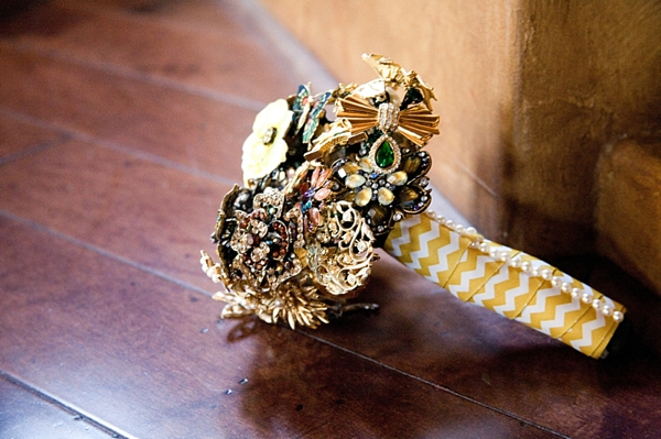 1-brooch-bouquet-Angelina-Rose-Photography