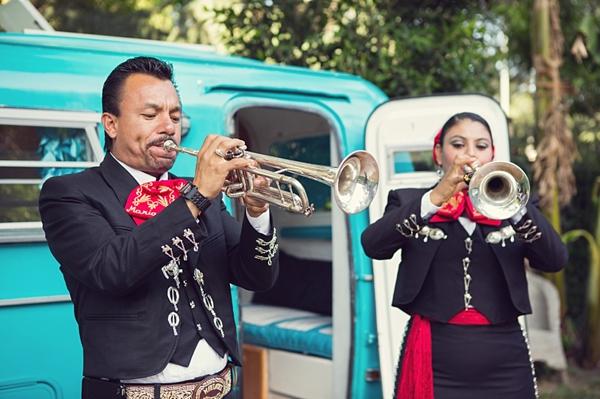 Mariachi horn players