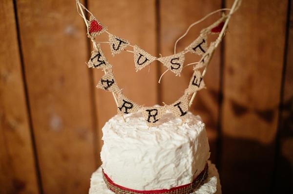 20-wedding-cake-with-burlap-bunting-Ashley-Tingley-Photography
