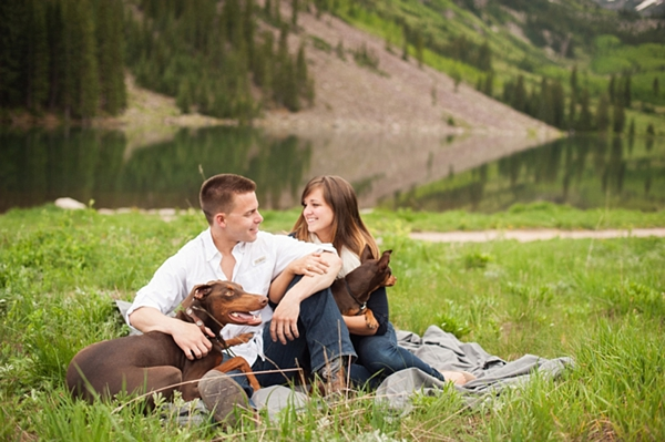 aspen engagement couple picnic with the dogs