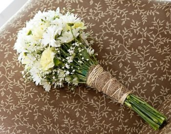 rustic daisy bridesmaid bouquet