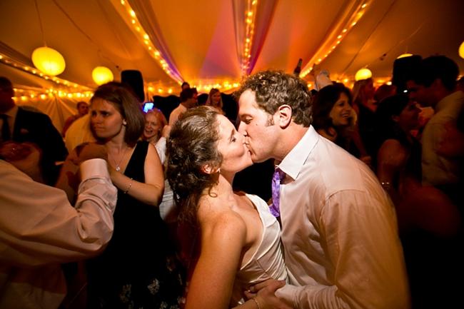 dance floor kiss-| New Hampshire Mountain Wedding