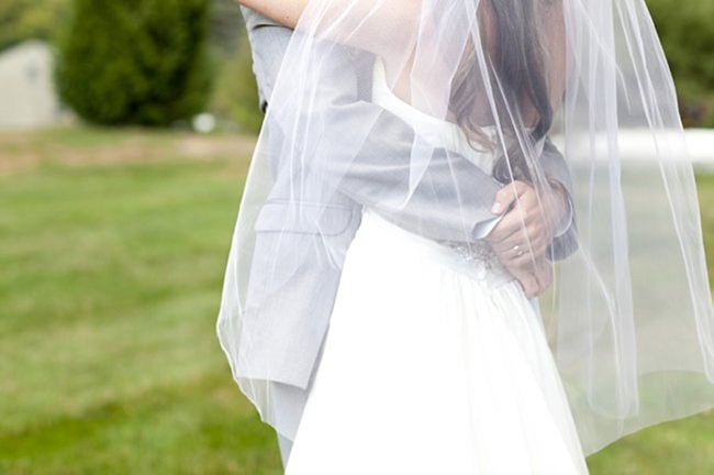 14-bride-groom-embrace-sunflower-Spring-Smith-Studios