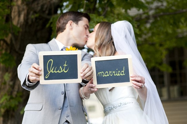 22-just-married-signs-sunflower-Spring-Smith-Studios