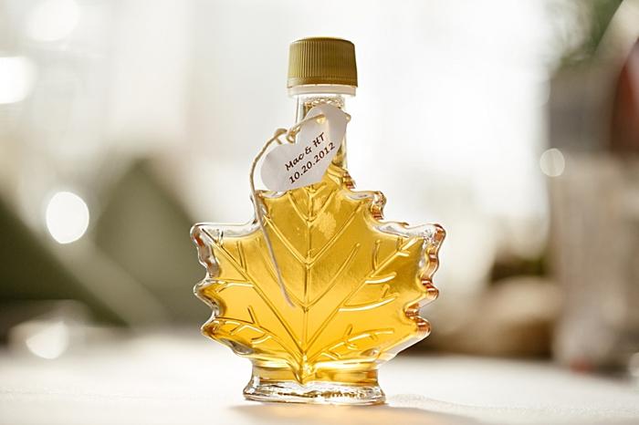 maple syrup wedding favor  more on  https://mountainsidebride.com