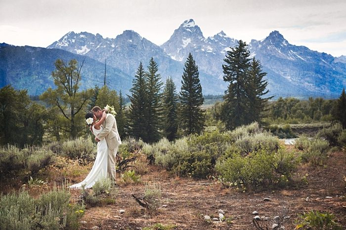 Jackson Hole Wedding | Amy Galbraith Photography via https://mountainsidebride.com