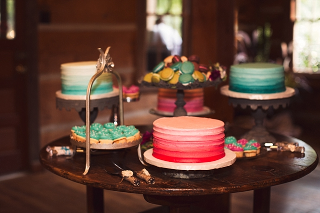 ombre wedding cakes rustic chic wedding via https://mountainsidebride.com