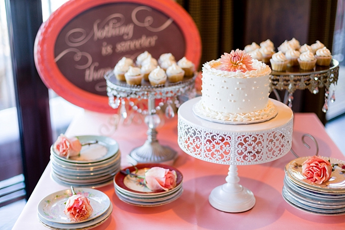 shabby chic cake stand Tahoe Wedding via https://mountainsidebride.com