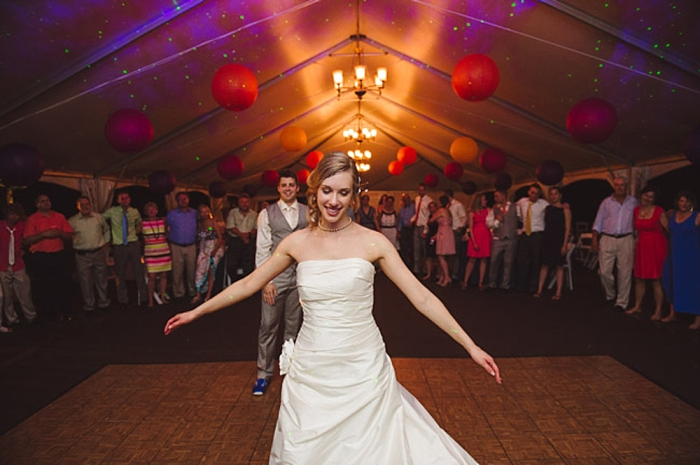 awesome dancing photo by fete photography via https://mountainsidebride.com