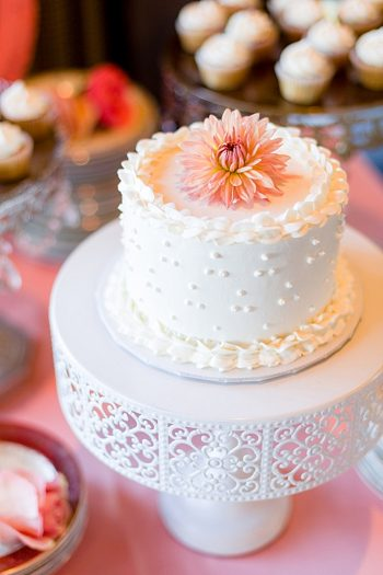 shabby chic wedding cake Tahoe Wedding via https://mountainsidebride.com