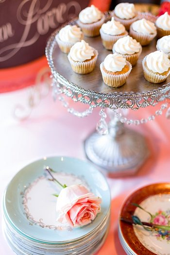 shabby chic cupcakes Tahoe Wedding via https://mountainsidebride.com