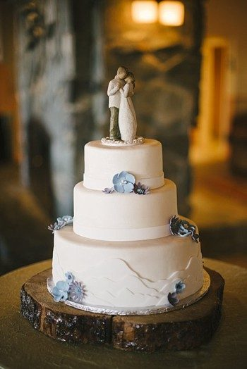 wedding cake with mountain details -