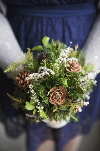 bridesmaids rustic pinecone bouquet