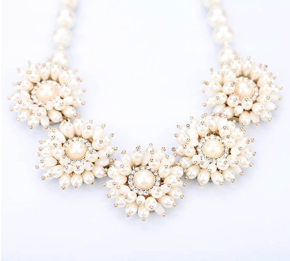sweet pearl flowers necklace statement