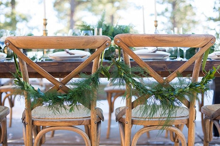 Woodland winter inspiration | Photography by Sarah Roshan | Design + Florals by Quintessential Events | See more at https://mountainsidebride.com/2014/02/elegant-winter…nd-inspiration/