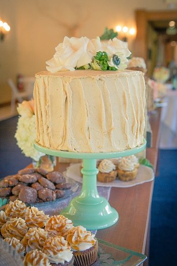 Mimis Cookie bar wedding dessert table