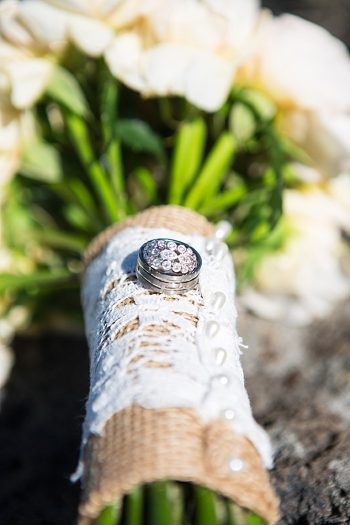 burlap and lace handle on wedding bouquet