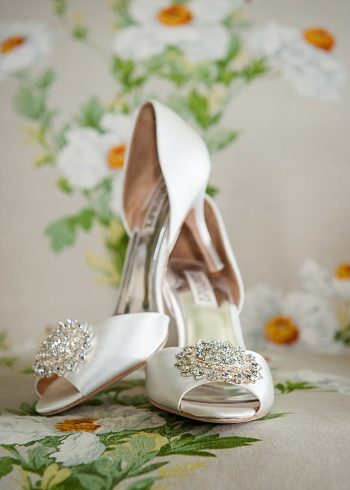 gorgeous white wedding shoes| Photography by AMW Studios | see more on MountainsideBride.com