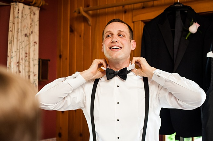 groom getting ready | Photography by AMW Studios | see more on MountainsideBride.com