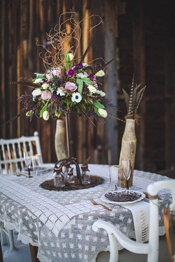 Winter Feather Inspiration   Photography by The Willinghams via MountainsideBride.com