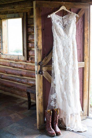 Beatuiful berry wedding inspiration |Stylist: Nicole Klosterman | Sarah Roshan Wedding Photographer | Venue: Strawberry Creek