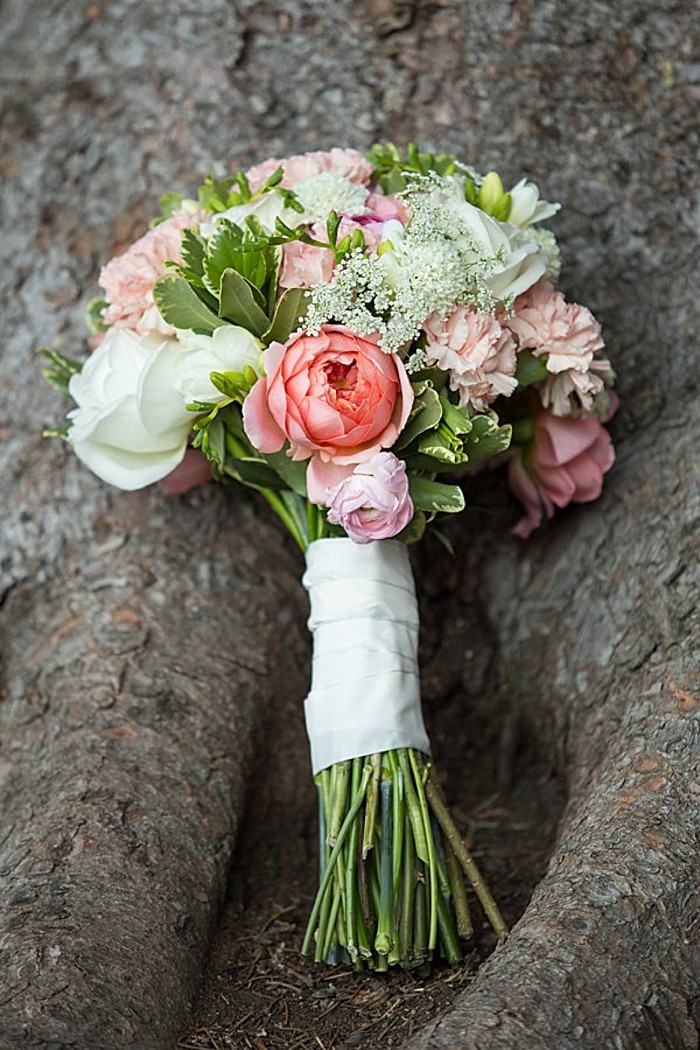 Brighton Ski Area bridal |Lovely peach and white bouquet | Whitney Hunt Photography
