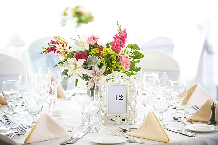 elegant tablescape | Photography by Anne Skidmore via @mtnsidebride