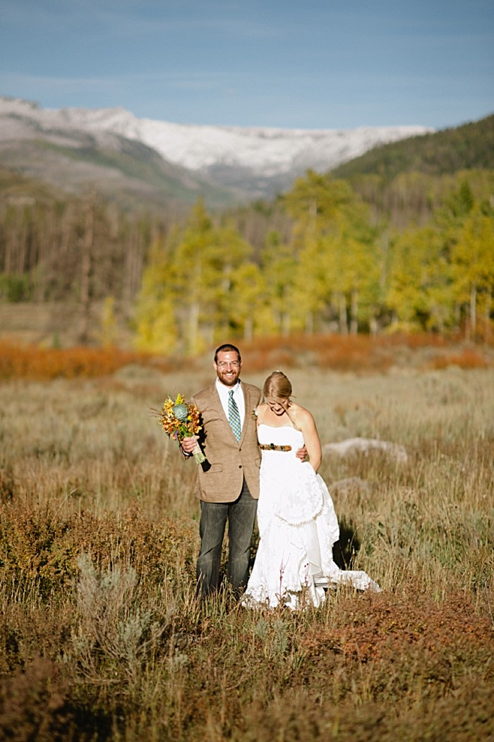 bride and groom mountain view | steamboat springs wedding | Andy Barnhart