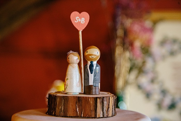 custom wooden cake topper | Photography by Fox Owl Studio
