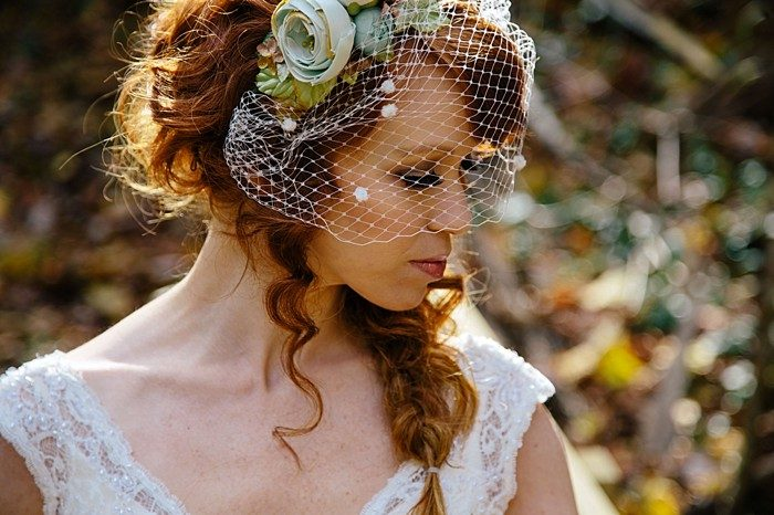 bride with birdcage veil | Photography by Fox Owl Studio