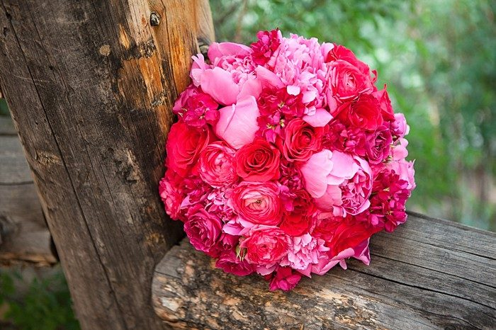 pink and red bouquet | Silverthrone Colorado wedding | Sarah Roshan Photographer