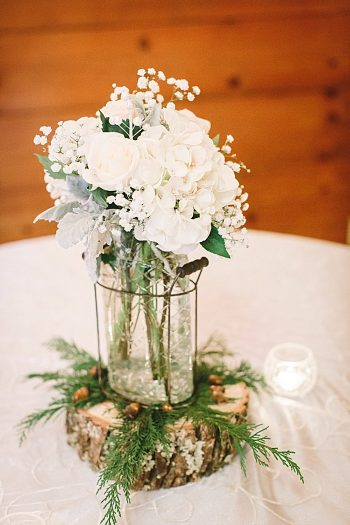 centerpiece roses on a wooden round | Cherokee National Forest | JOPHOTO photography