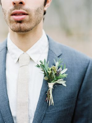 Blue wedding inspiration | boutonnierre | curated by @thebridelink