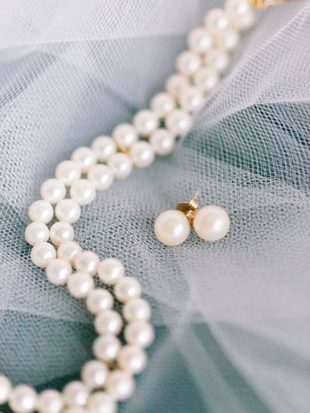 blue wedding inspiration | pearls| curated by @thebridelink