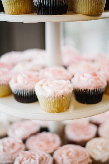 wedding cupcakes | Colorado wedding | Lisa Anne Photography