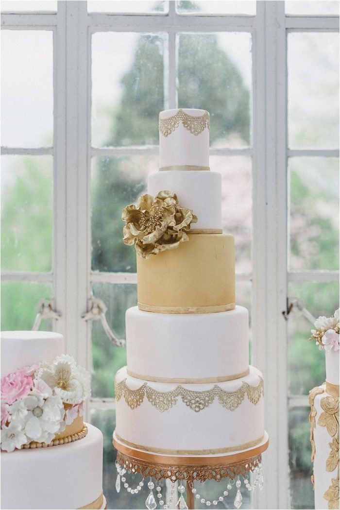 Gold and White Wedding Cake | via The Bride Link | Photo by Jo Photo
