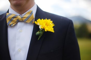 Preppy yellow striped bowtie | Fall wedding in Silverthorne Colorado | Leah McEachern Photography