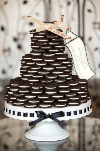 oreo cookie wedding cake | via Hey Wedding Lady