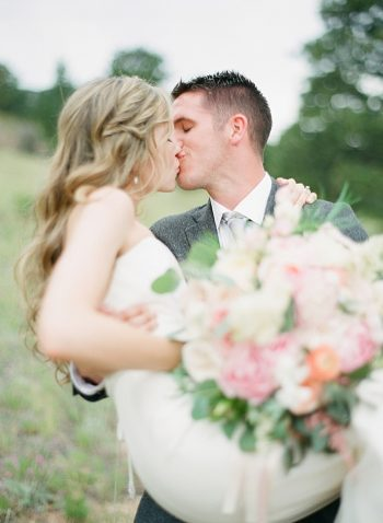 Estes Park Blush Pink Wedding | Photography by Connie Whitlock